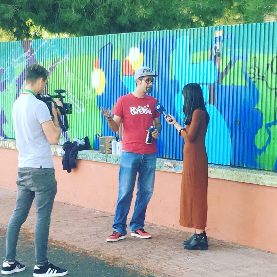 foto entrevista cambio de turno graffiti Piker Rafael Marquez