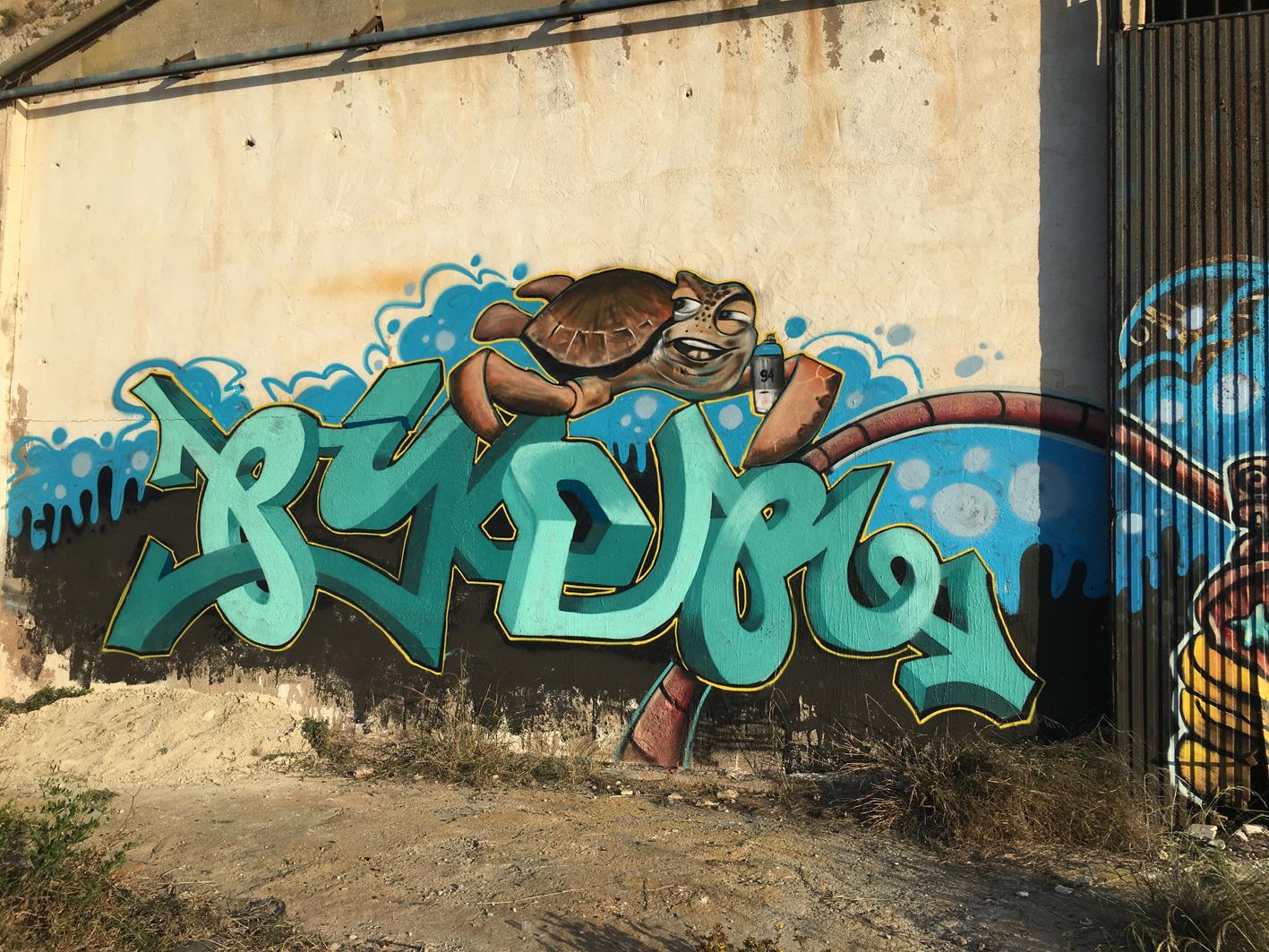 Mural Graffiti económico Piker tortuga marina